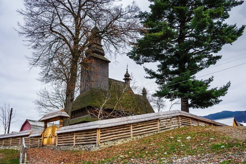 木教会在Kolochava 免版税库存图片
