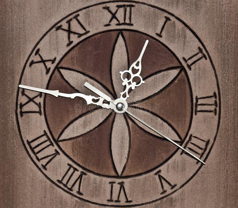 木时钟的墙壁 免版税库存图片