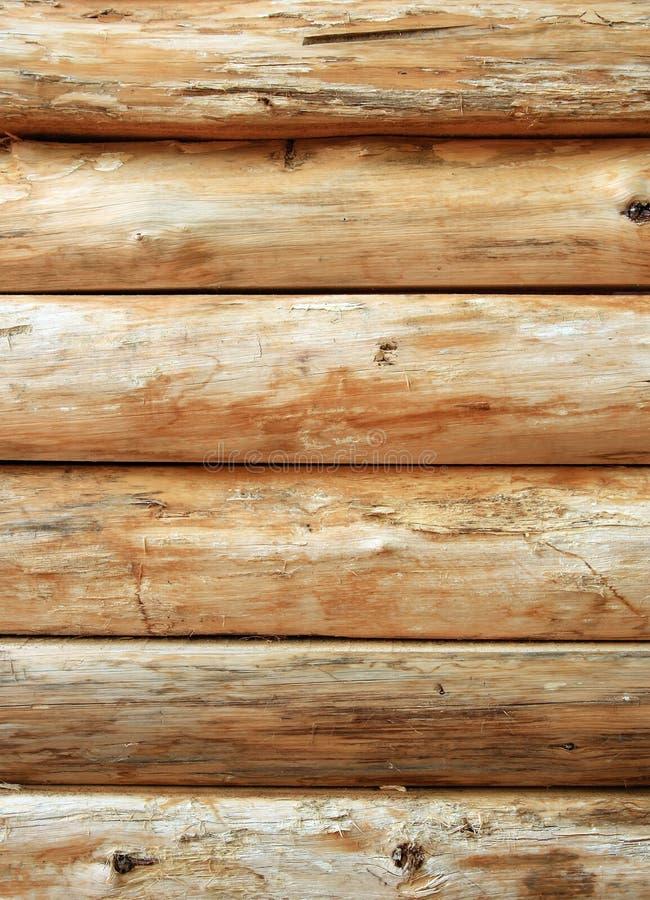 木明亮的日志的墙壁 免版税图库摄影