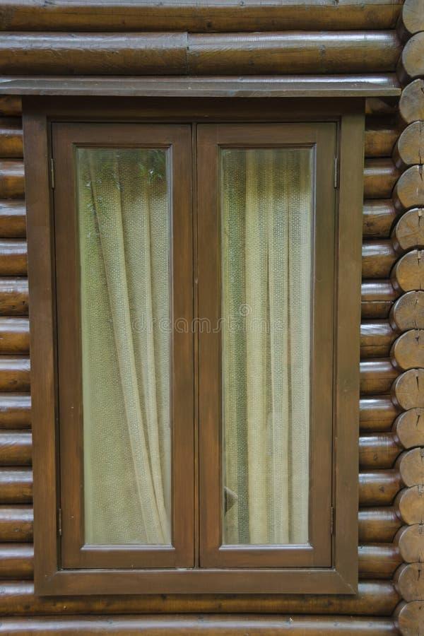 木木材木屋窗口 库存照片