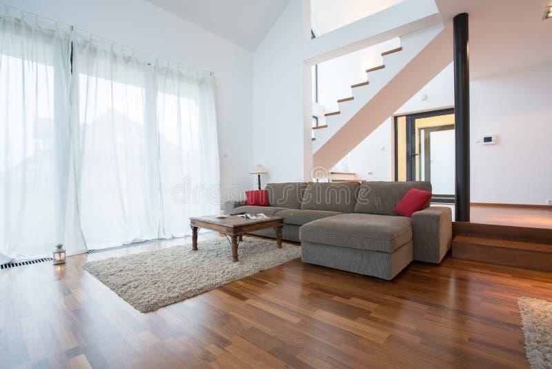 木木条地板和小地毯 库存图片