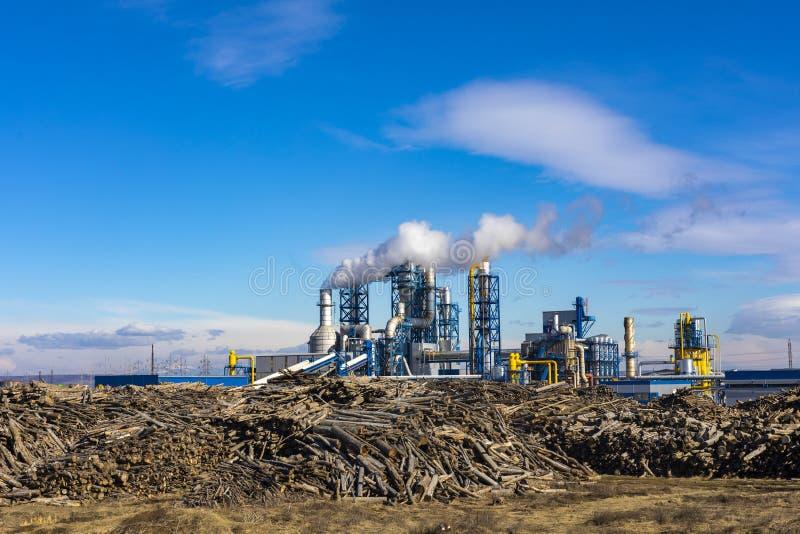 木材加工植物的空中图象有堆的 免版税库存图片