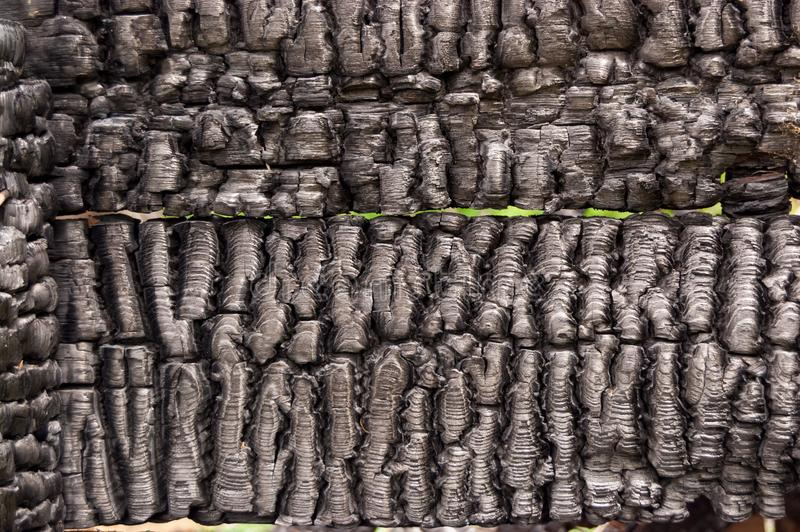 木板条房子黑被烧的墙壁与压印的纹理的 拷贝空间的背景 不动产损失的概念或 免版税库存照片