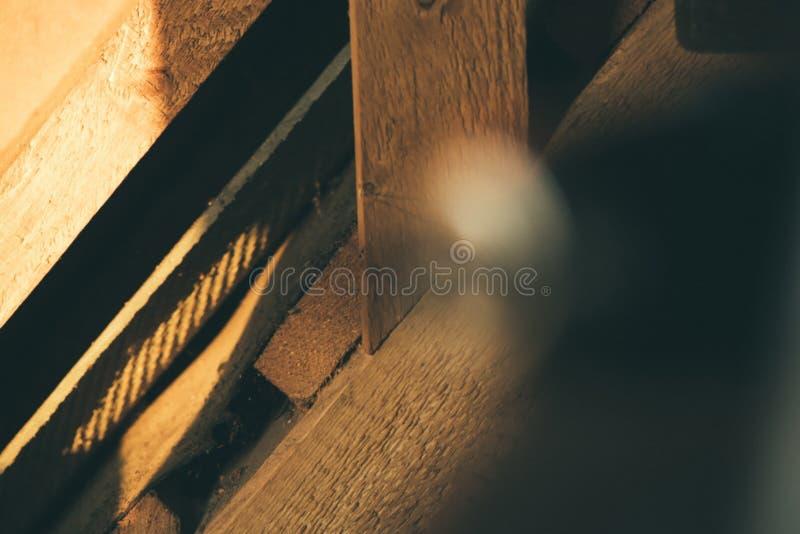 木板条抽象背景,在大厦里面 免版税库存图片