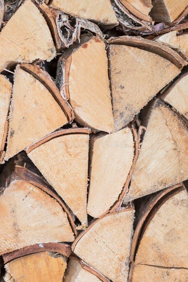 木柴的准备为冬天 木柴背景,堆在森林堆的木柴木柴 木装饰 库存照片