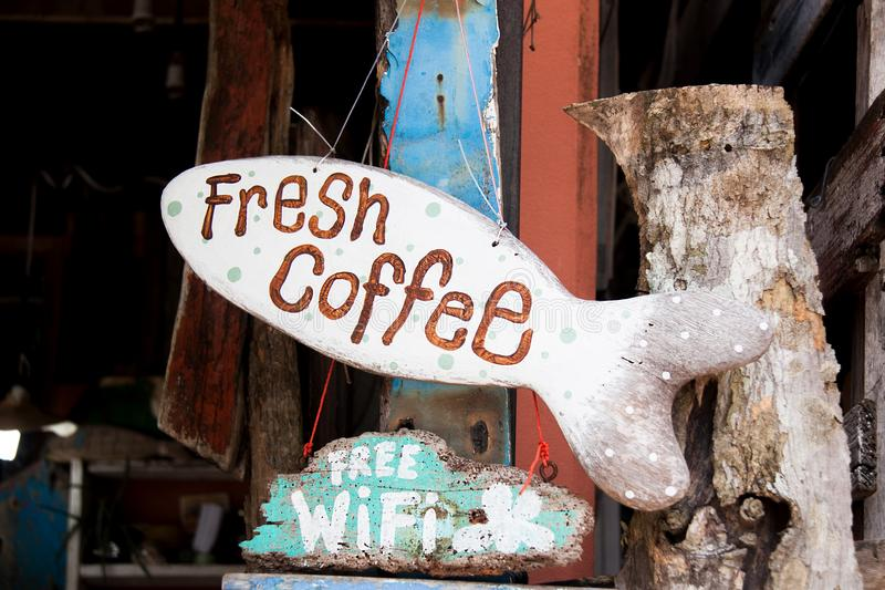 木标志新鲜的咖啡 图库摄影