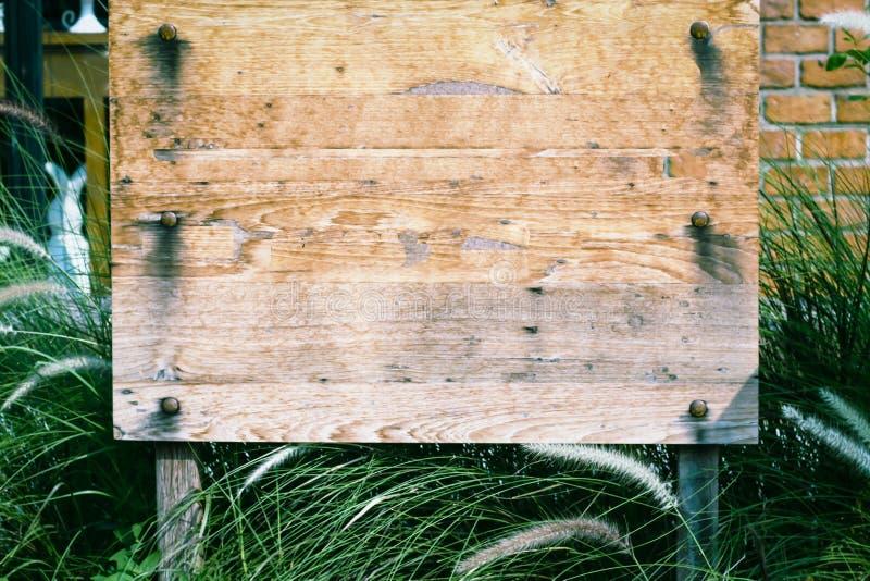 木标志板 木板,老木头 布朗抓了木切板 E 库存图片