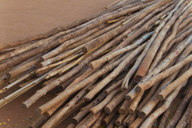 Download 木棍子 库存图片. 图片 包括有 棍子, 甚而, 木头, 房子, 贫穷, 纹理, 材料, 模式, 详细资料 - 52051283