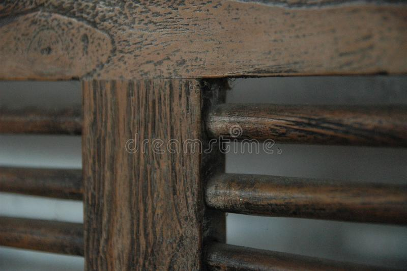 木椅子弄脏背景褐色颜色老家具经典之作没人 免版税图库摄影