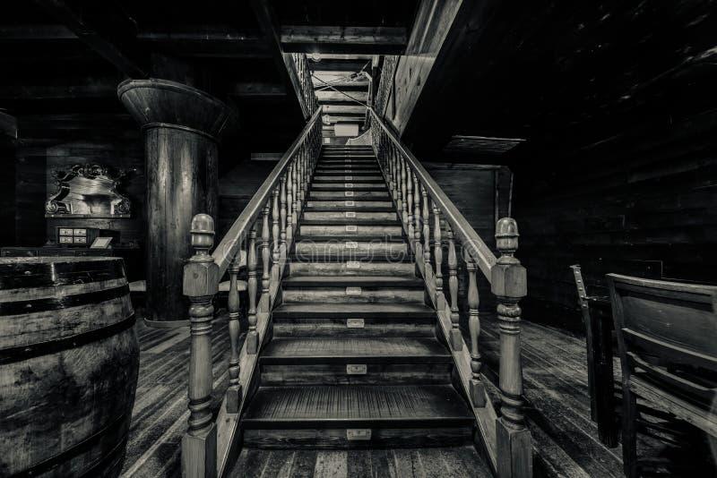木楼梯 免版税图库摄影