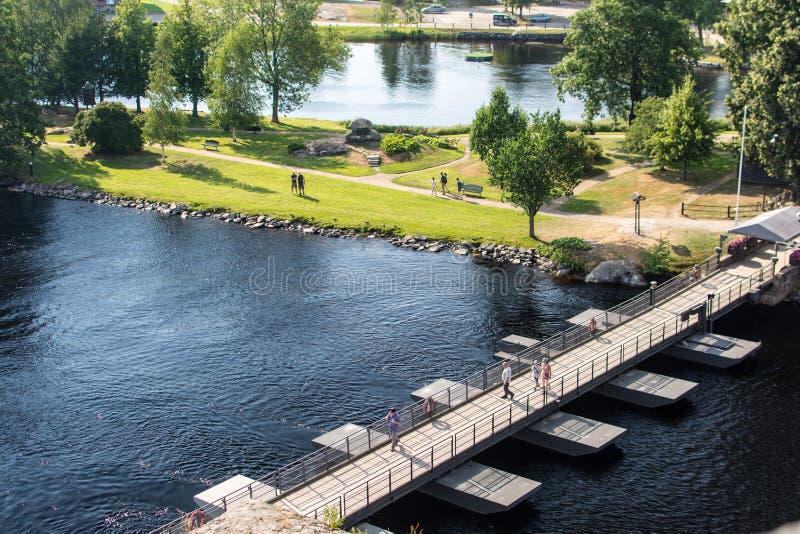 木步行桥在萨翁林纳,芬兰 免版税库存照片