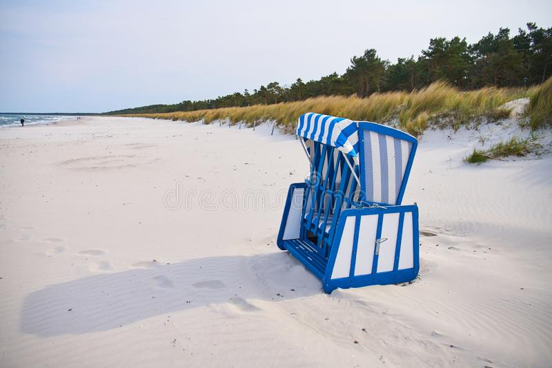木海滩睡椅,吕根岛海岛,德国 免版税库存照片