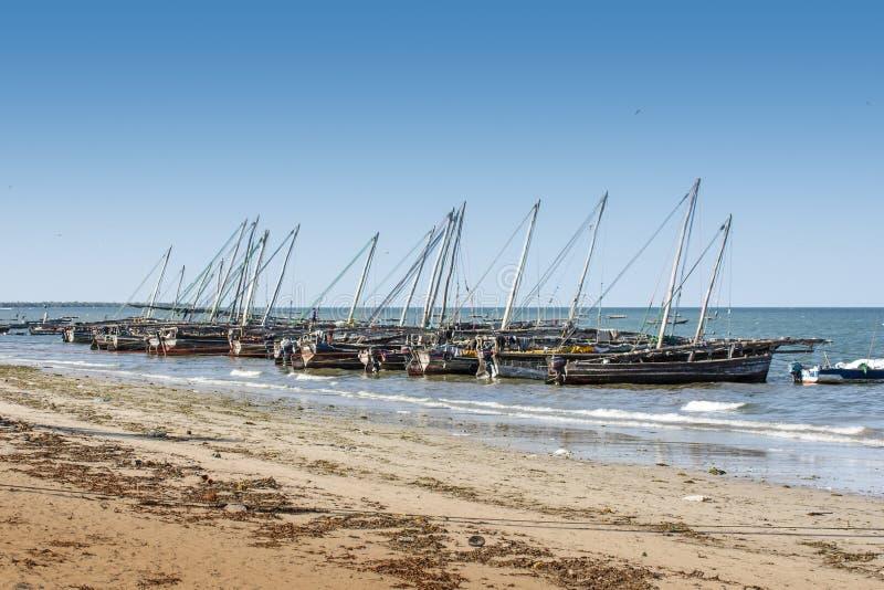 木渔单桅三角帆船 库存照片