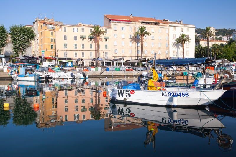 木渔船和乐趣汽艇 库存照片