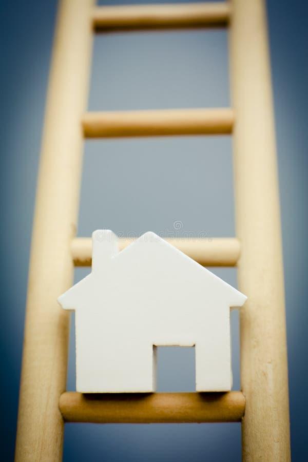 木物产梯子阶的式样议院  库存照片