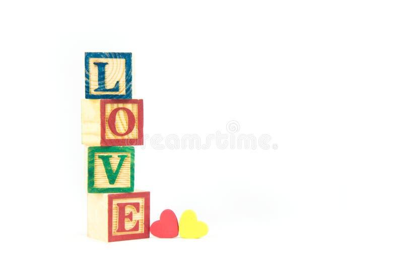 木玩具立方体用于造成词爱,爱概念o 免版税库存图片