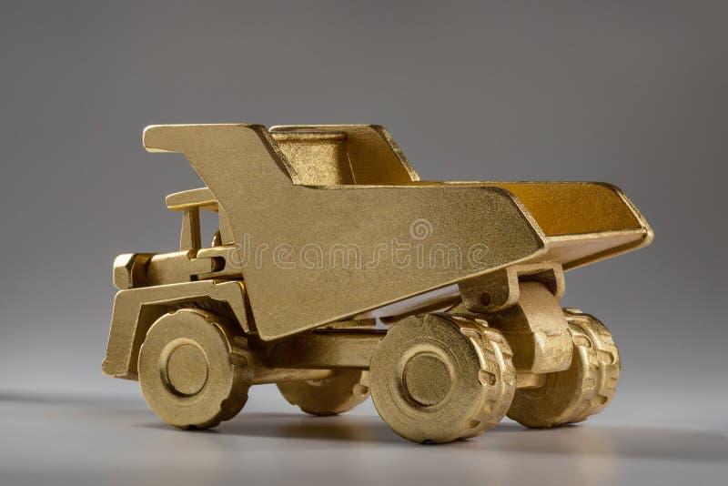 木玩具,大猎物翻斗车 免版税图库摄影
