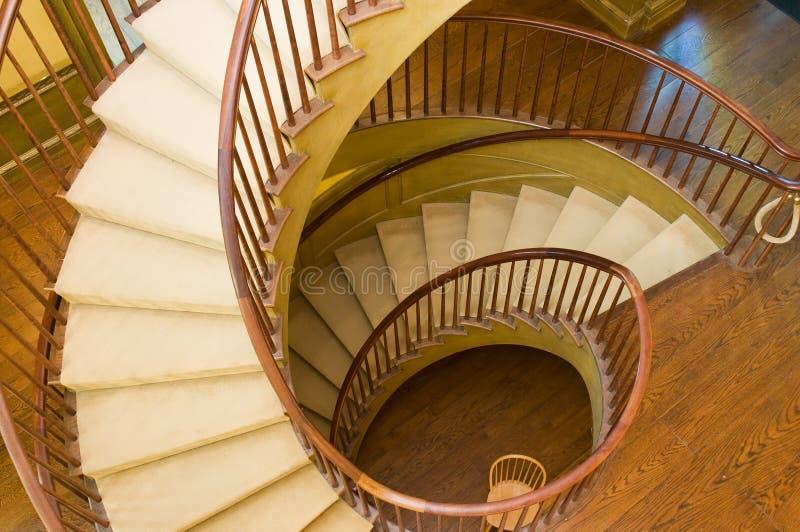 木的螺旋形楼梯 免版税图库摄影