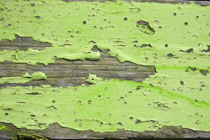 木破裂的绿色削皮的板条 免版税图库摄影