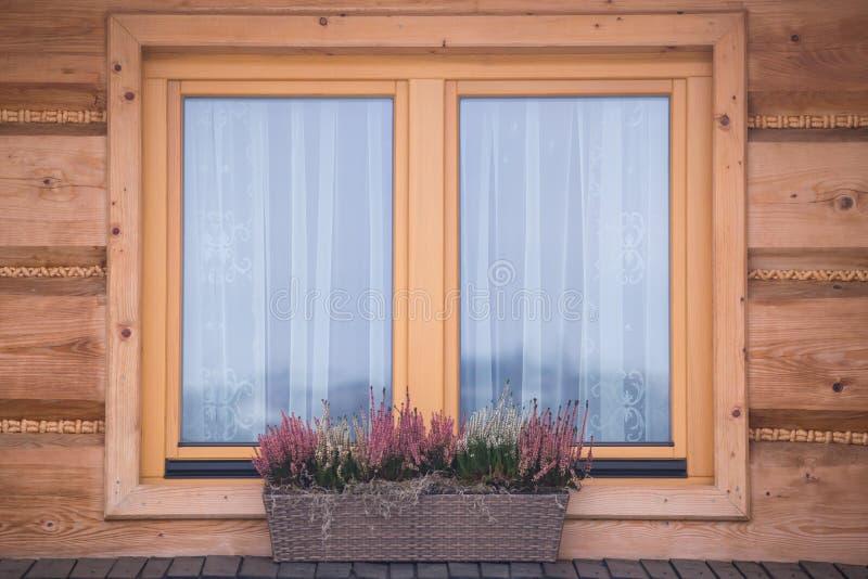 木窗口特写镜头,波兰 免版税库存照片