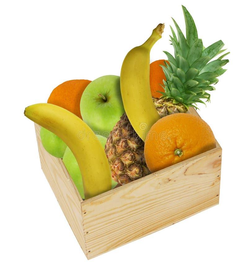 木箱用桔子、苹果、香蕉和菠萝果子-在白色背景隔绝的拼贴画填装了 免版税图库摄影