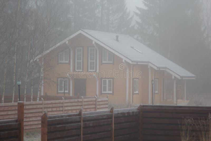 木粱议院在薄雾的 库存图片