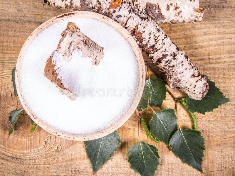 木糖醇-糖替补 在木背景的桦树糖 库存照片