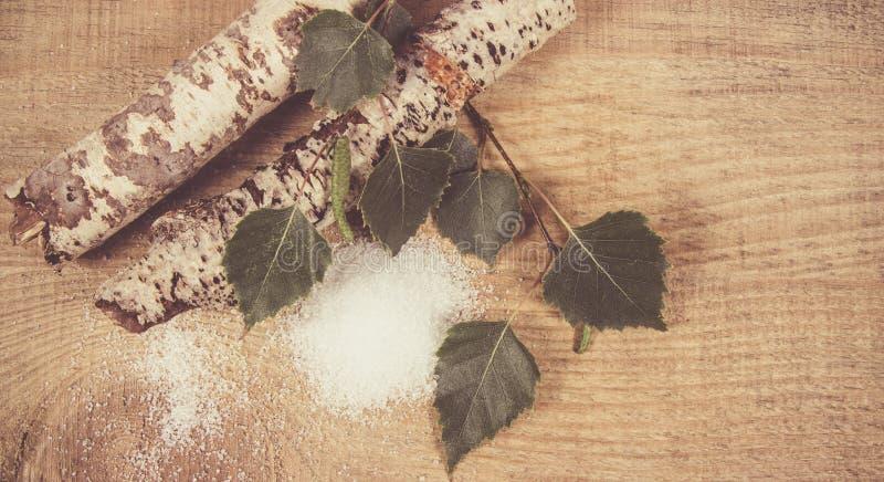 木糖醇-糖替补 在木背景的桦树糖 图库摄影