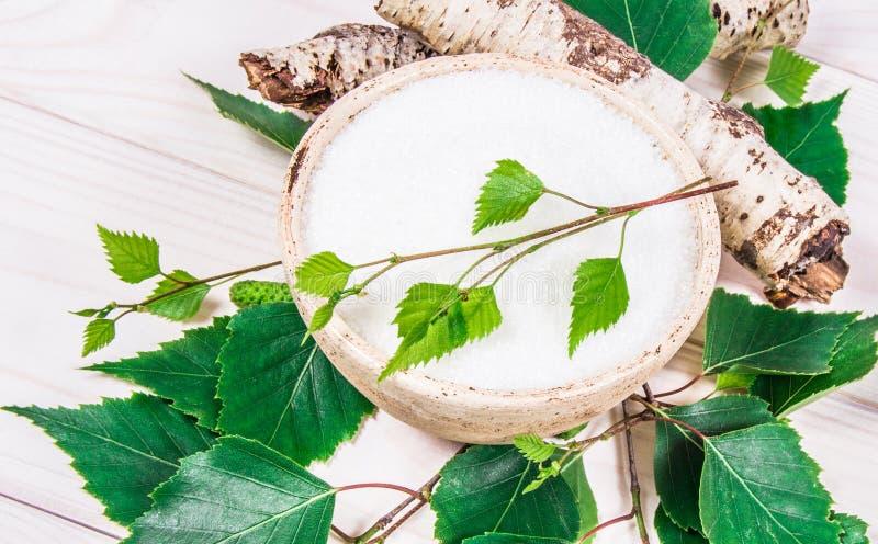 木糖醇-糖替补 在白色木背景的桦树糖 图库摄影