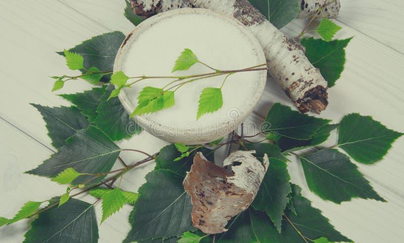 木糖醇-糖替补 在白色木背景的桦树糖 库存图片