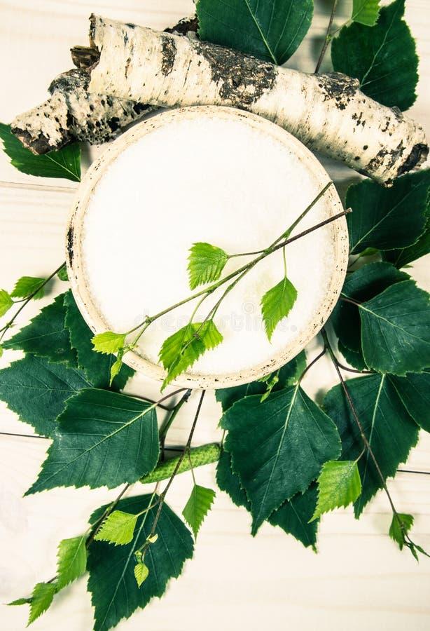 木糖醇-糖替补 在白色木背景的桦树糖 免版税库存图片
