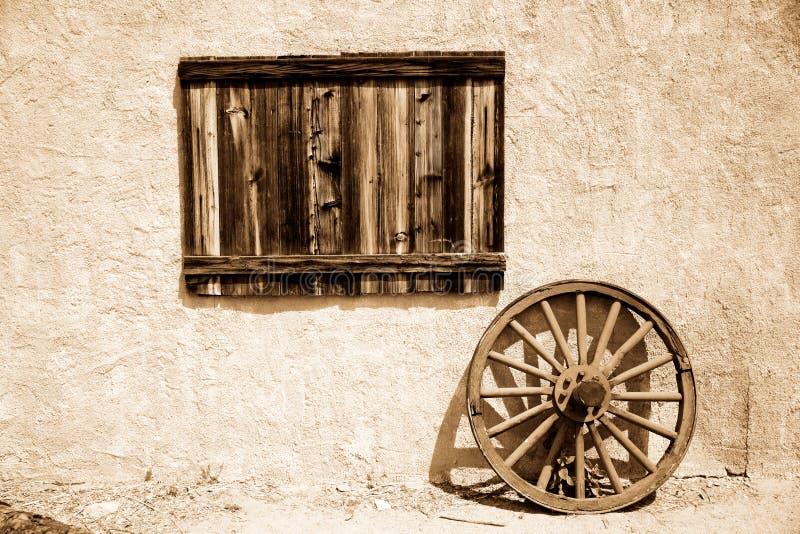 木老牌照的轮子 库存照片