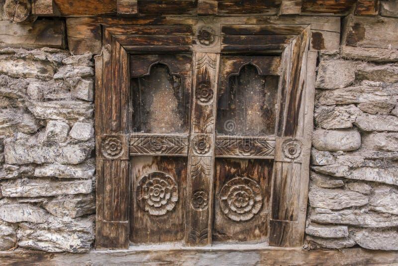 木老葡萄酒窗口背景 库存图片