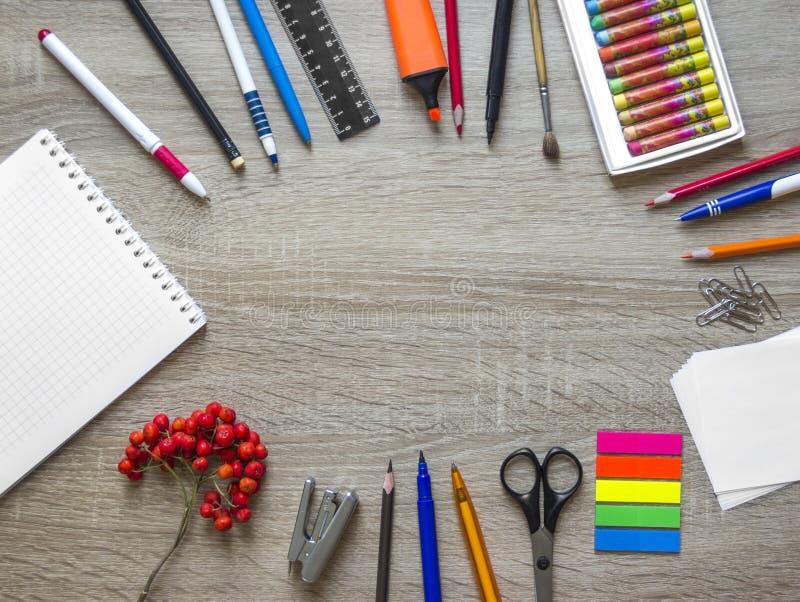 木背景文具笔记本铅笔ashberry秋天日历求拷贝空间的立方 库存图片