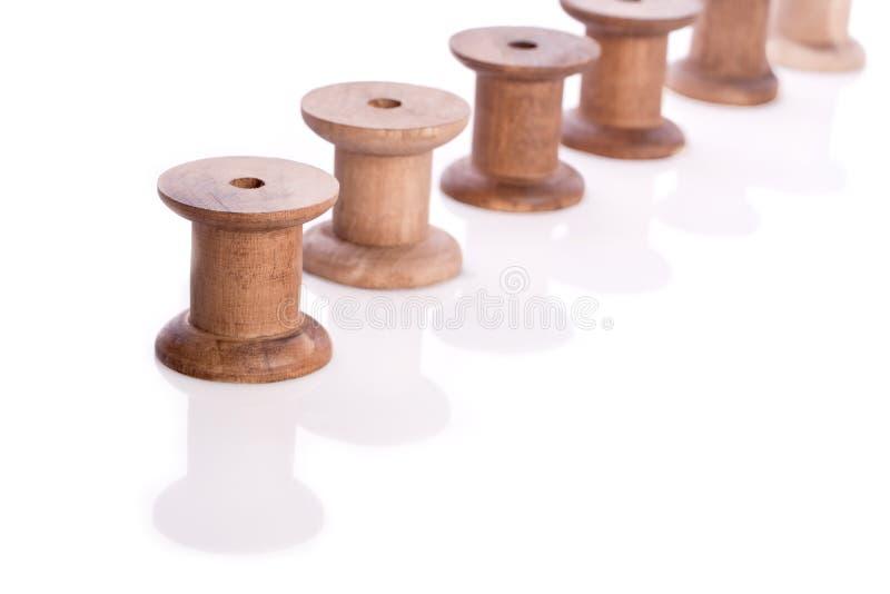 Download 木螺纹卷轴 库存照片. 图片 包括有 详细资料, 圈子, 片盘, 工具, 材料, 缝合, 方式, 空白, 棉花 - 30326896