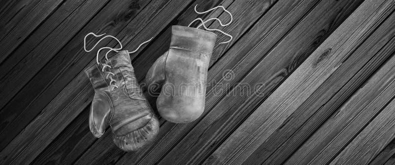 木表面上的老拳击手套与文本的拷贝空间 高分辨率3D回报 免版税库存照片
