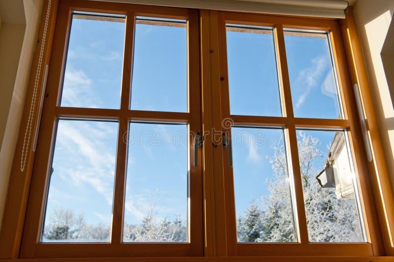 木被装双面玻璃的视窗 免版税图库摄影