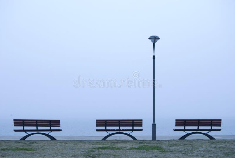木质的长凳 免版税库存照片