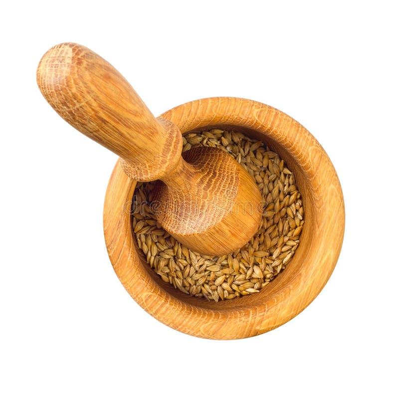 木质砂浆和带谷粒的杵 图库摄影