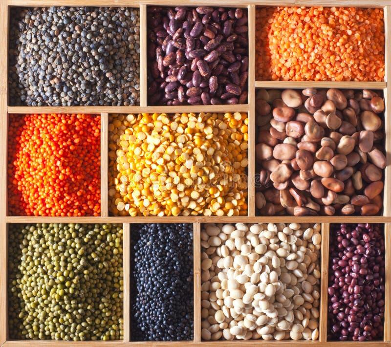 木配件箱的豆类 免版税库存图片