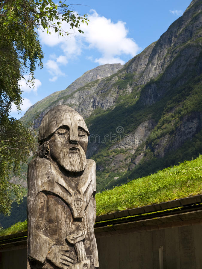 木雕象的vikig 库存图片
