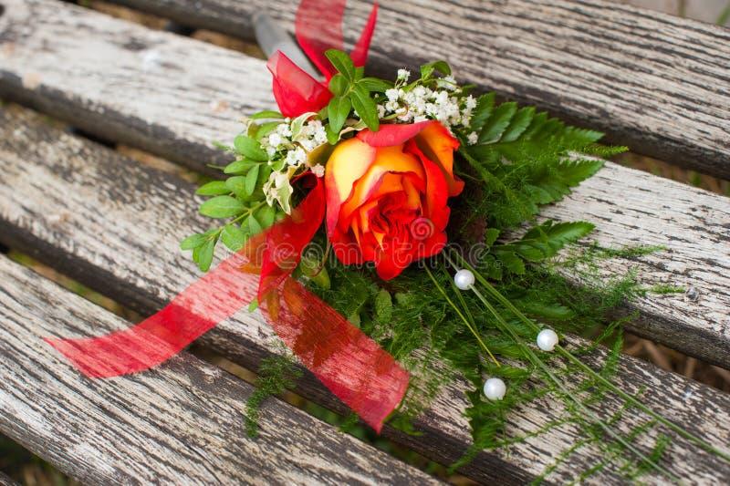 Download 木头的罗斯 库存照片. 图片 包括有 beautifuler, 庭院, 婚姻, 附注, 上升了, 宗教信仰 - 30325752