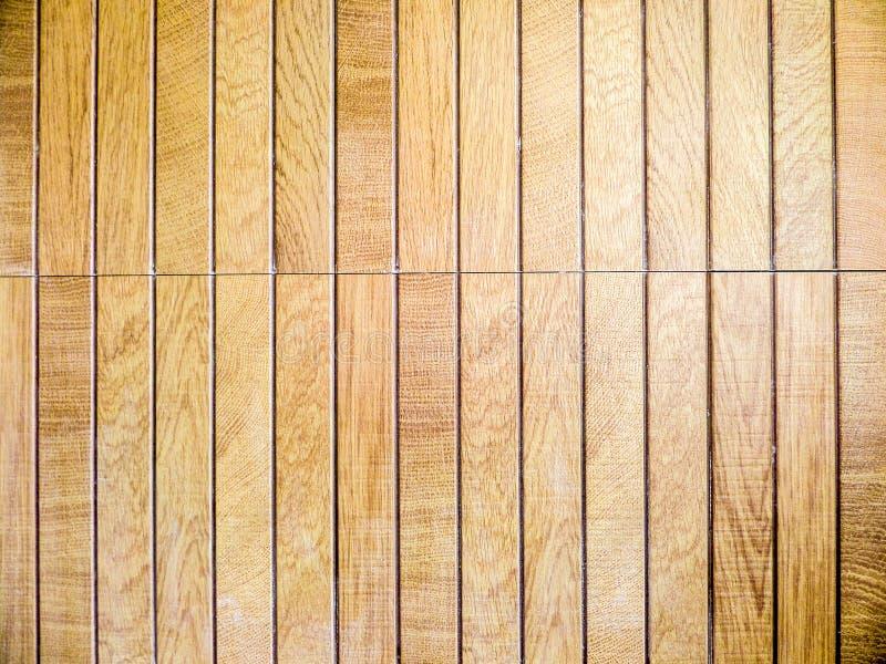 木头编结棕色纹理和片断石头在蒸汽浴 库存照片