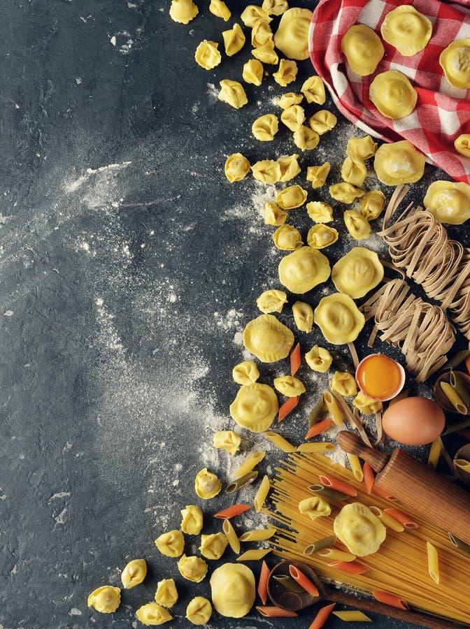 未加工的意大利式饺子和馄饨 库存图片