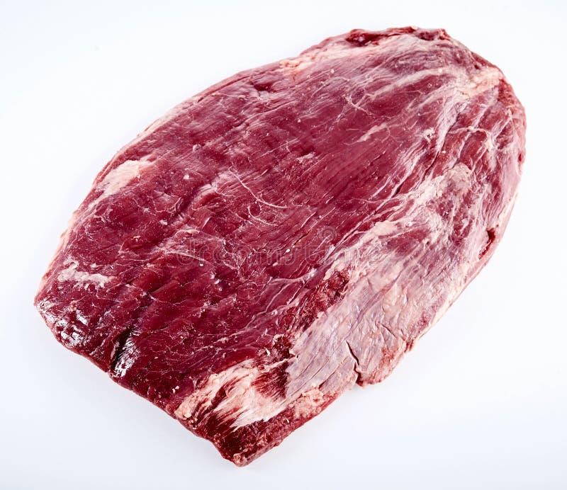 未加工的成熟的牛肉牛后腹肉排最初裁减  免版税图库摄影