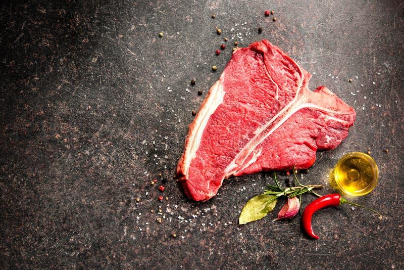 未加工的新鲜的肉丁骨牛排 图库摄影