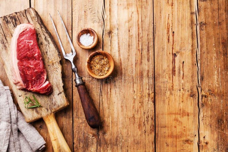 未加工的新鲜的肉Striploin牛排 免版税库存照片