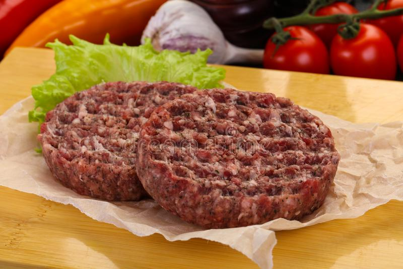 未加工的汉堡炸肉排 库存图片