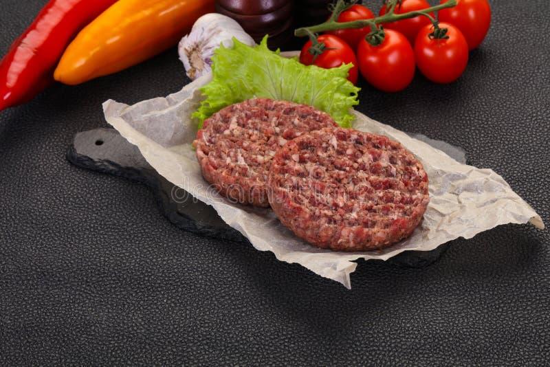 未加工的汉堡炸肉排 图库摄影