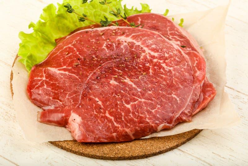 未加工的牛肉炸肉排 库存照片
